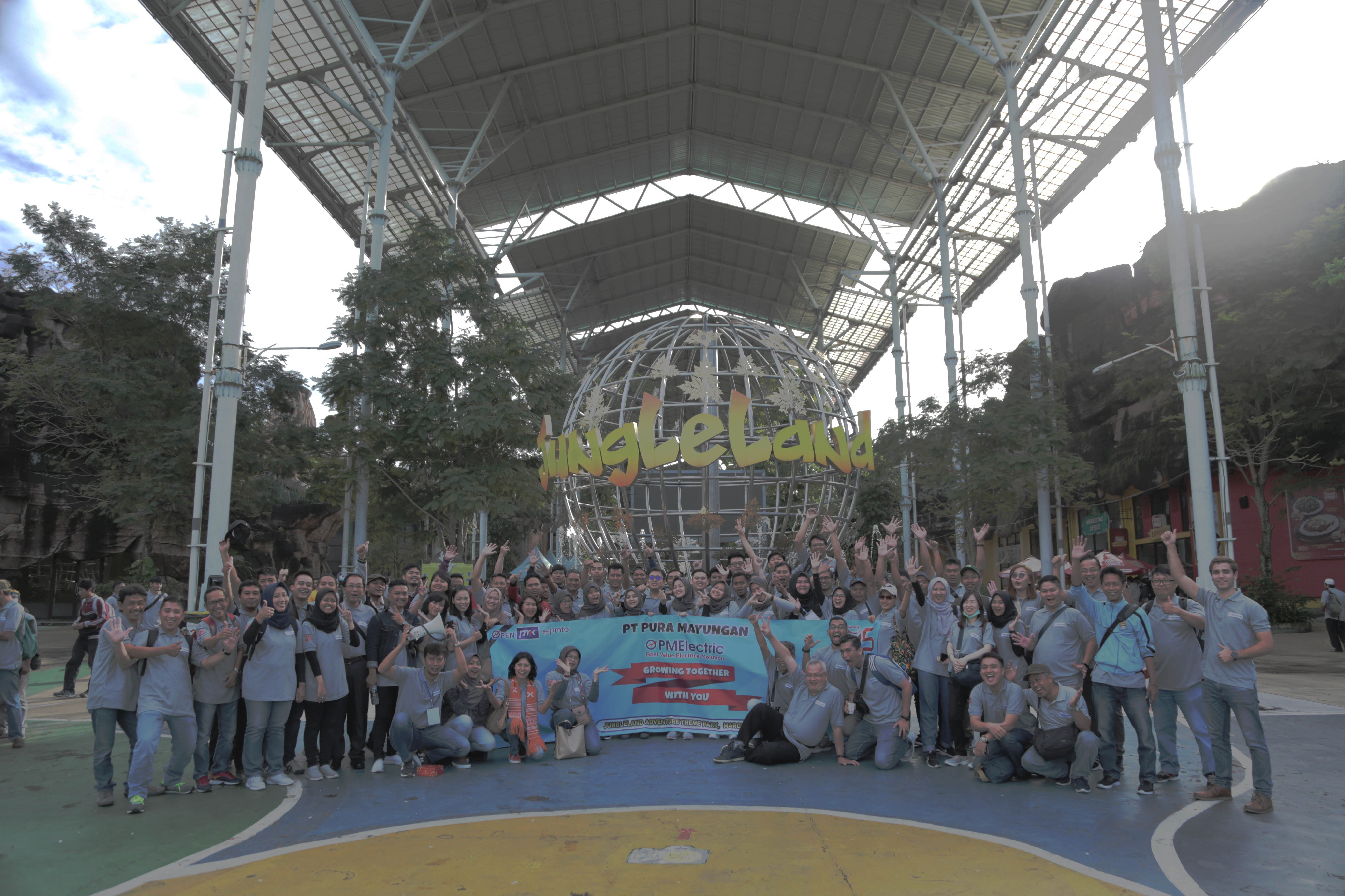 Gathering HUT ke -45 Pura Mayungan di Jungle Land Park Sentul